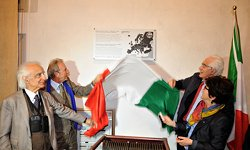 A. Zichichi, G. Falciasecca, F. Palmonari and L. Cifarelli unveilling the EPS Historic Site plaque