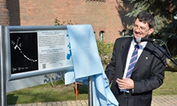 The unveiling of the plaque by J.Dudley