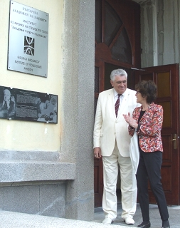 L. Cifarelli and A. Petrov in front of the memorial plaque